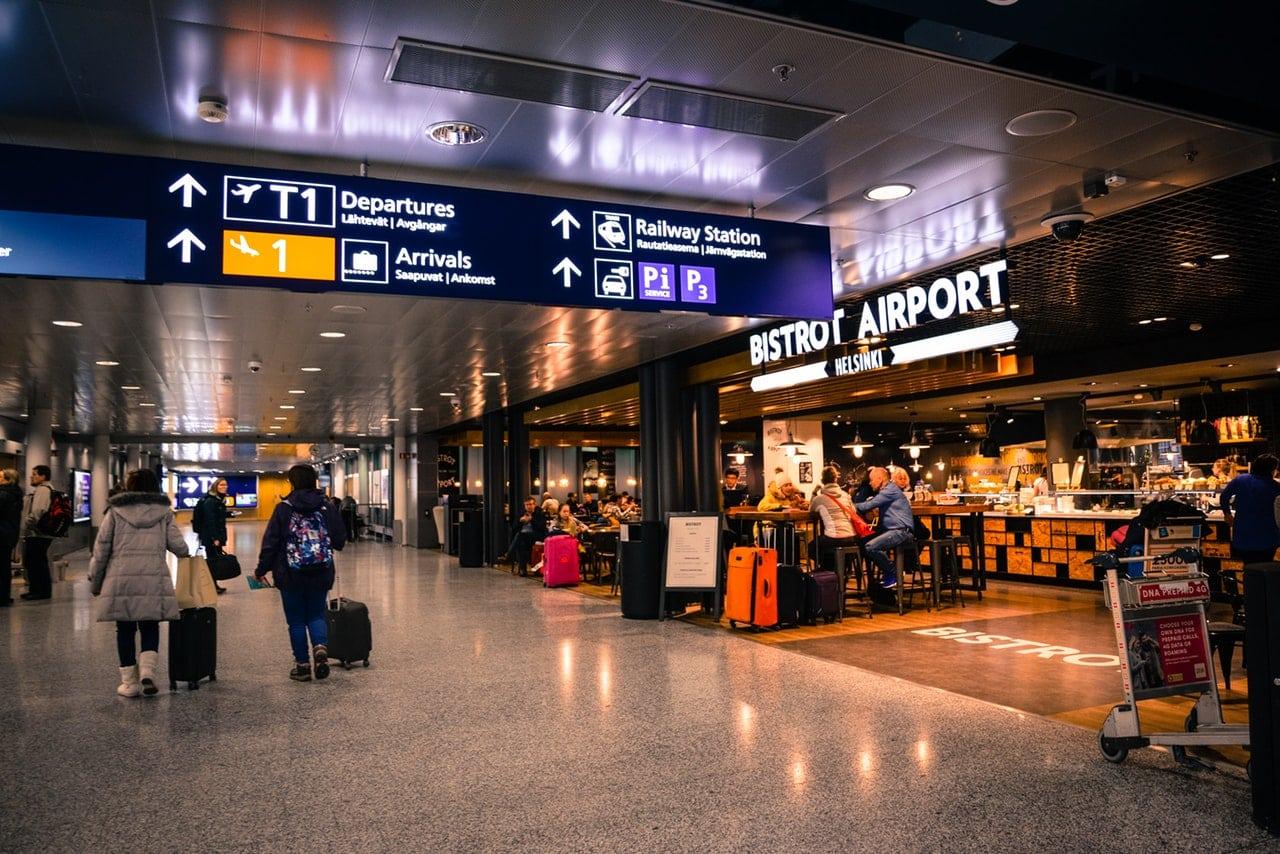 minimal traveler, airport