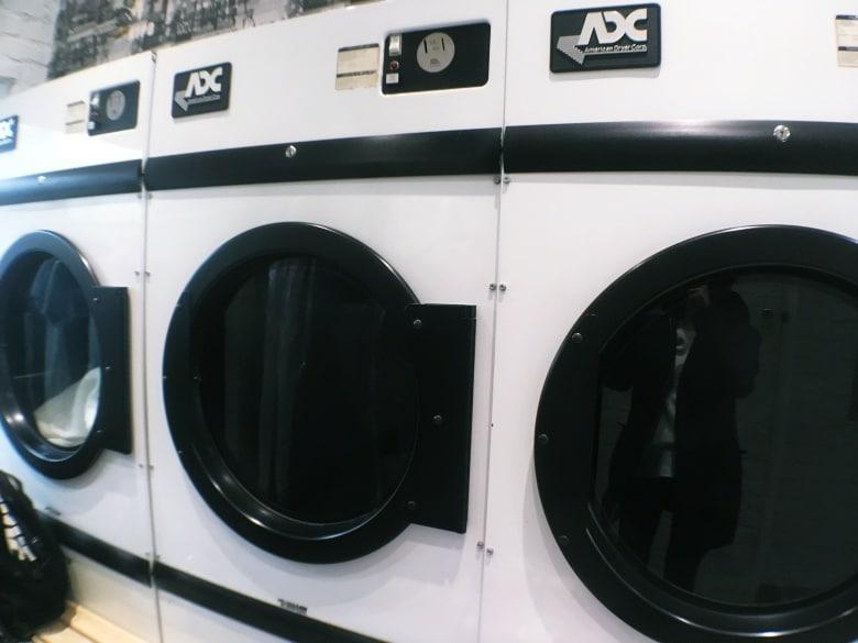 minimal traveler, coin-laundry003