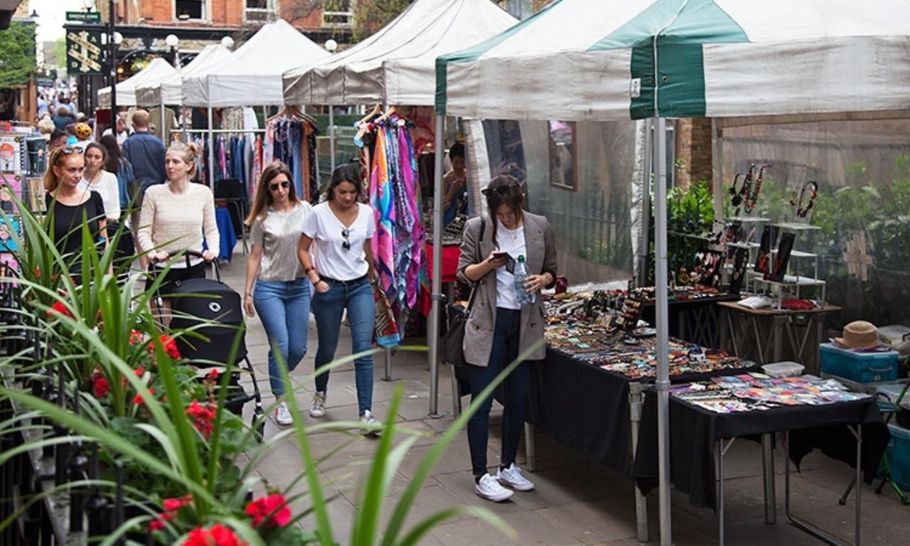 minimal traveler, london street market, Camden Passage Market