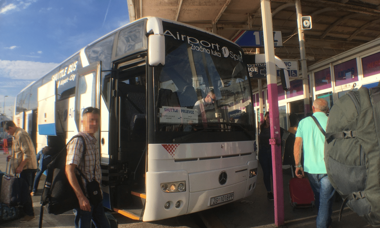 minimal traveler, croatia, split, airport bus, transport008