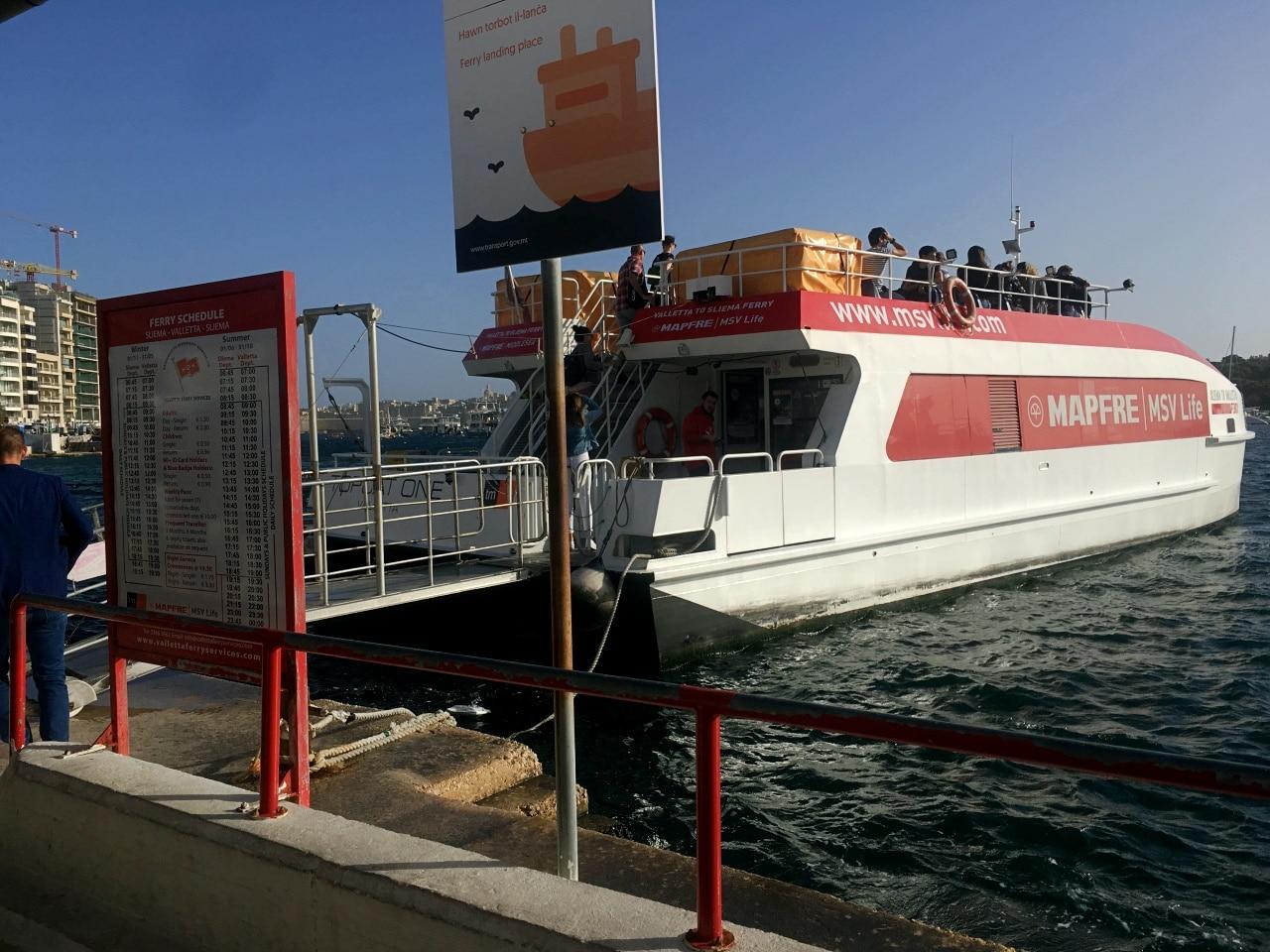 minimal traveler, europe, malta, valletta ferry009