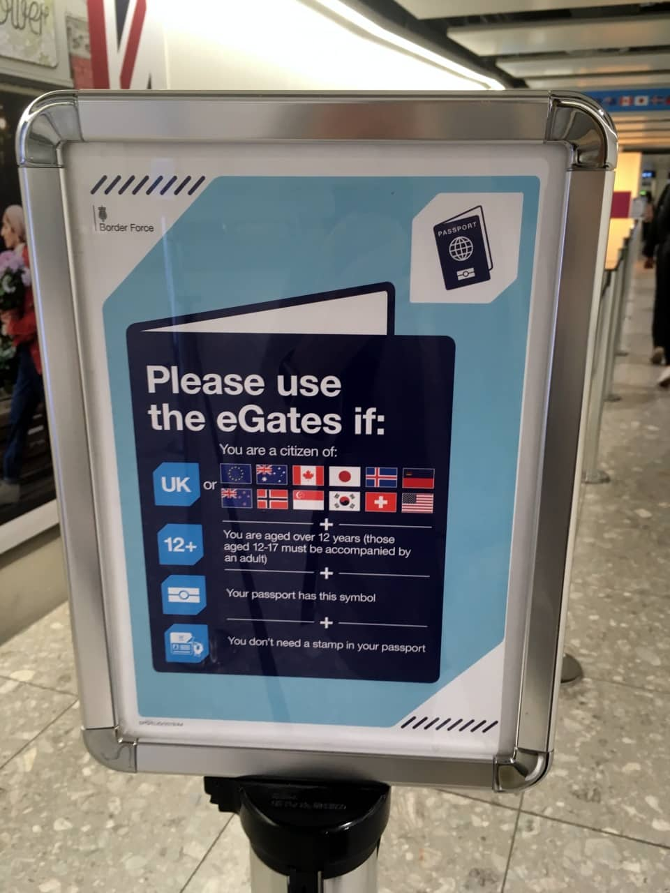 minimal traveler, uk airport egate006