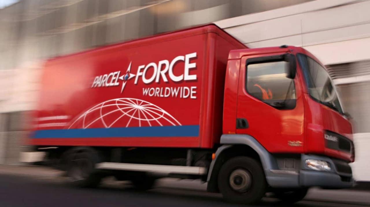minimal-traveler-uk-ems-parcel-force-car
