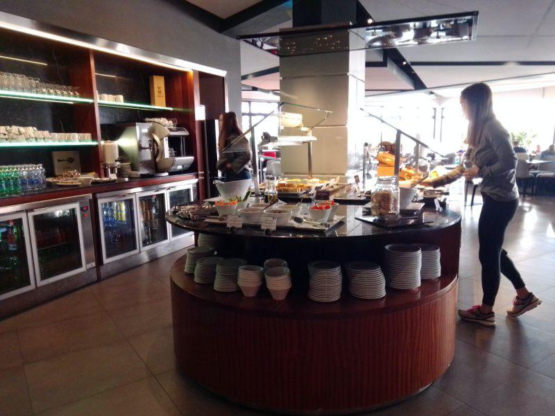 minimal traveler, malta airport, priority lounge005