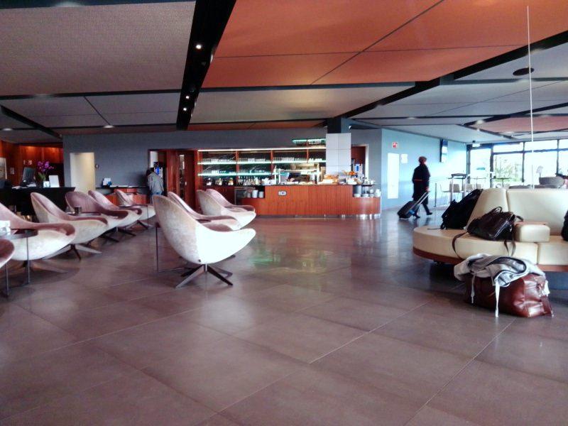 minimal traveler, malta airport, priority lounge008
